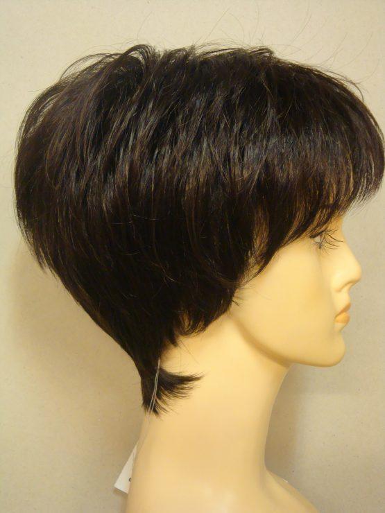 Krótka peruka w kolorze brązowym
