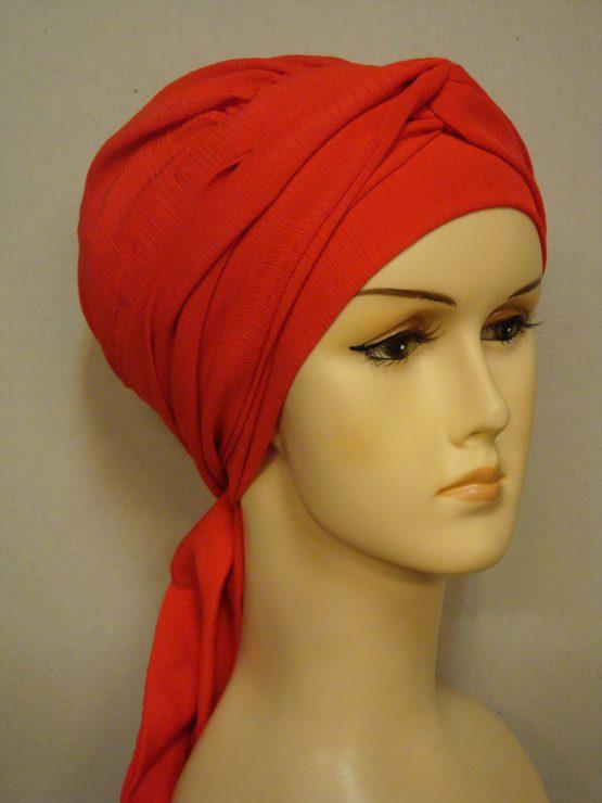 Czerwona chusta modny wzór karbowana