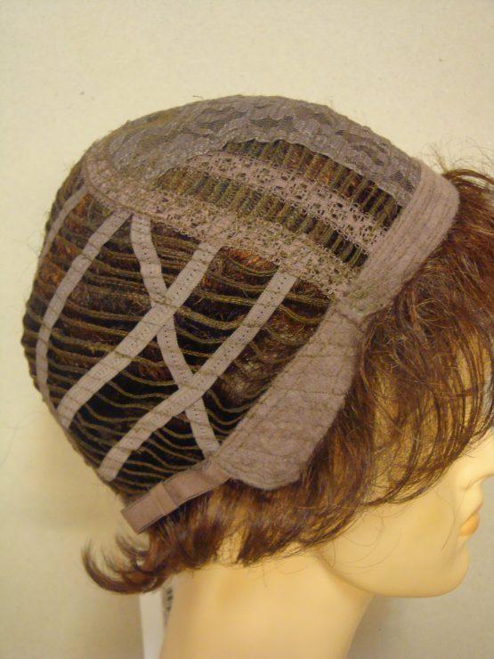 Krótka peruka lekko kręcona brąz z pasemkami