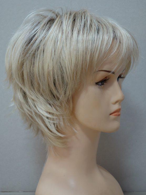 Krótka peruka blond pocieniowana na końcach