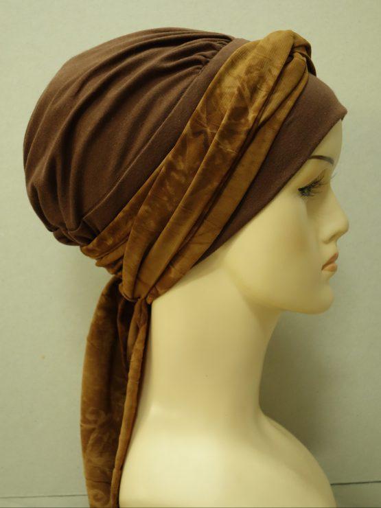 Brązowa chusta modny wzór w odcieniu czekolady z wiązaną dekoracją.