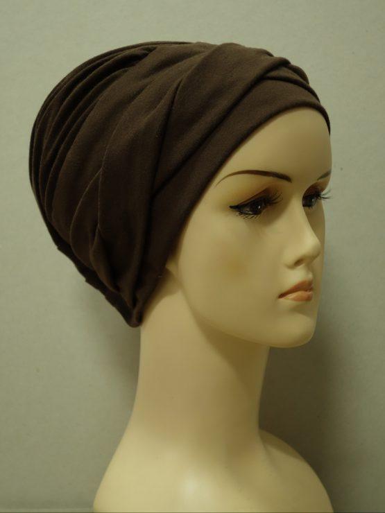 Brązowa modna czapka z dekoracją
