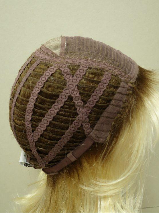 Półdługa peruka w kolorze blond