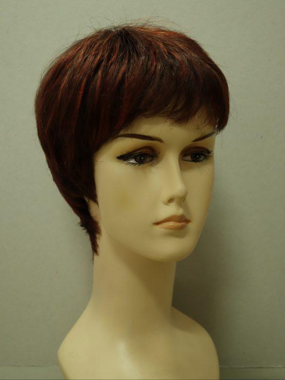 Krótka peruka rubinowa z jaśniejszymi pasemkami
