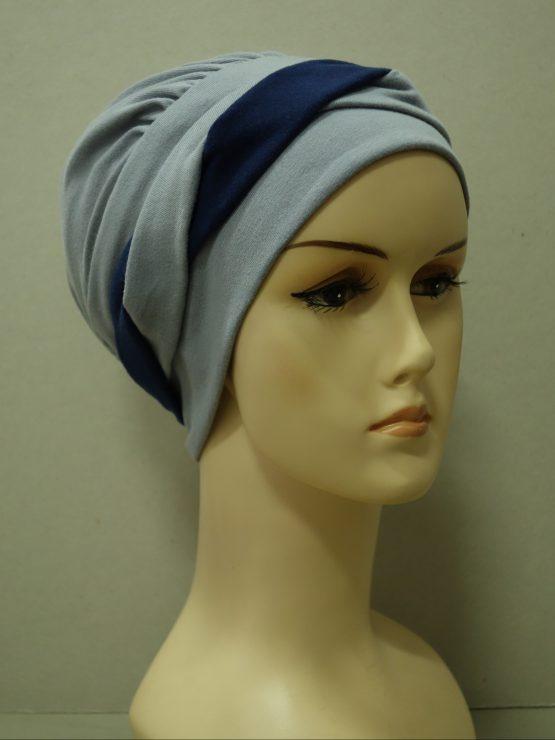 Popielata modna czapka z plecioną dekoracją