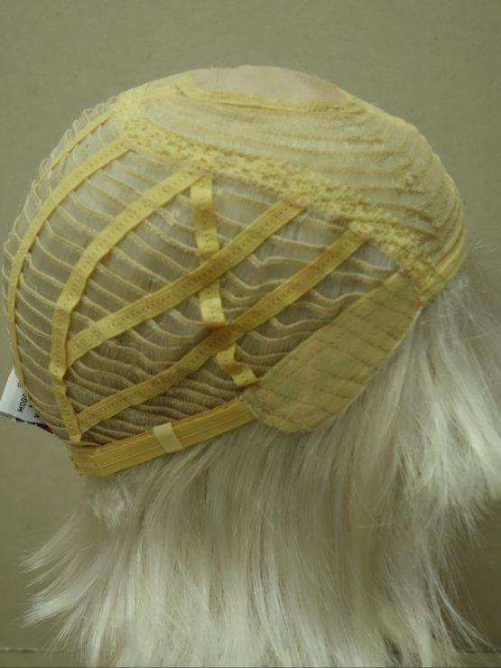 Półdługa peruka siwa biel