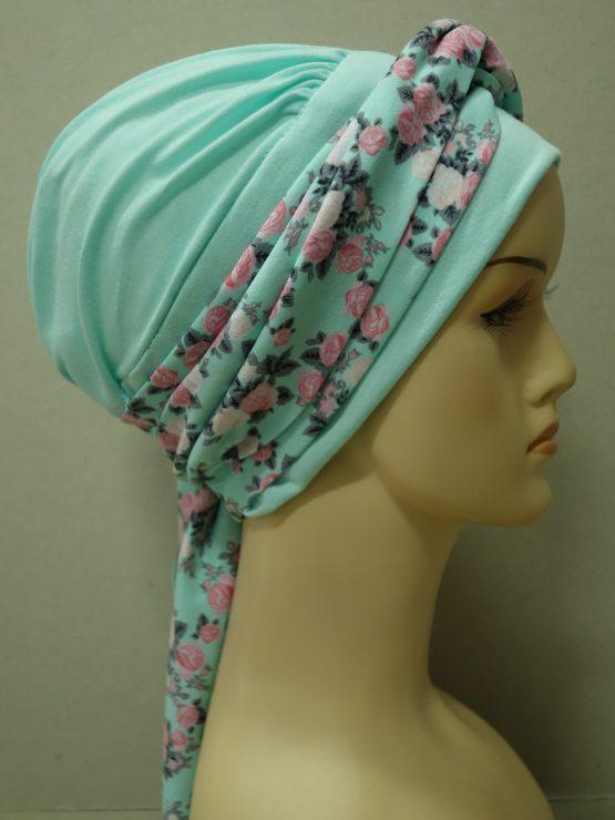 Miętowa chusta modny wzór z dekoracją w kwiaty