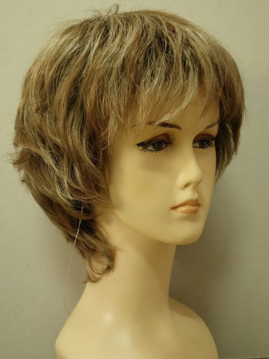 Krótka peruka blond z karmelowymi refleksami