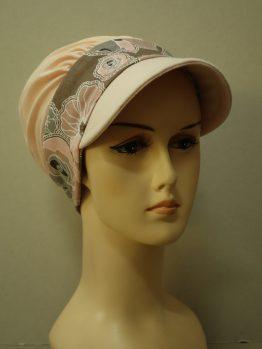 Brzoskwiniowa modna czapka z daszkiem z rantem w kwiaty