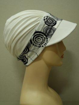 Ecru modna czapka z daszkiem z rantem w koła