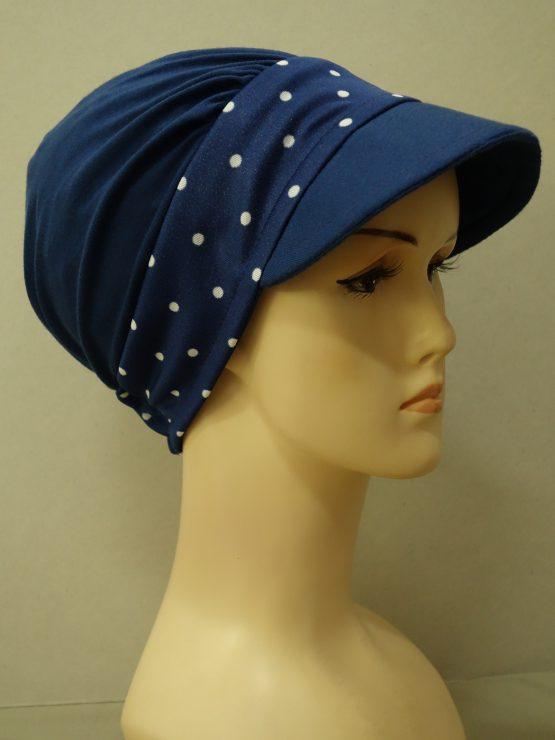Granatowa modna czapka z daszkiem z rantem w groszki