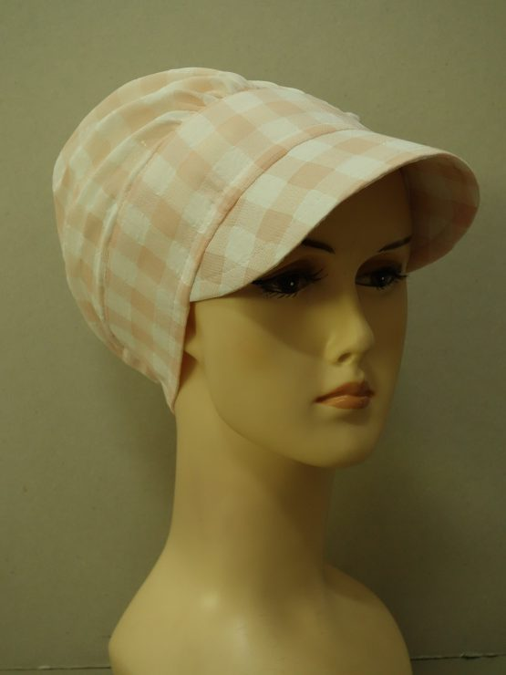 Brzoskwiniowa modna czapka z daszkiem w kratę