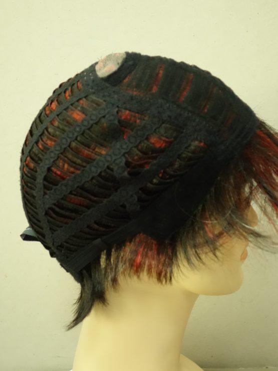 Krótka peruka brąz z wiśniowymi pasemkami
