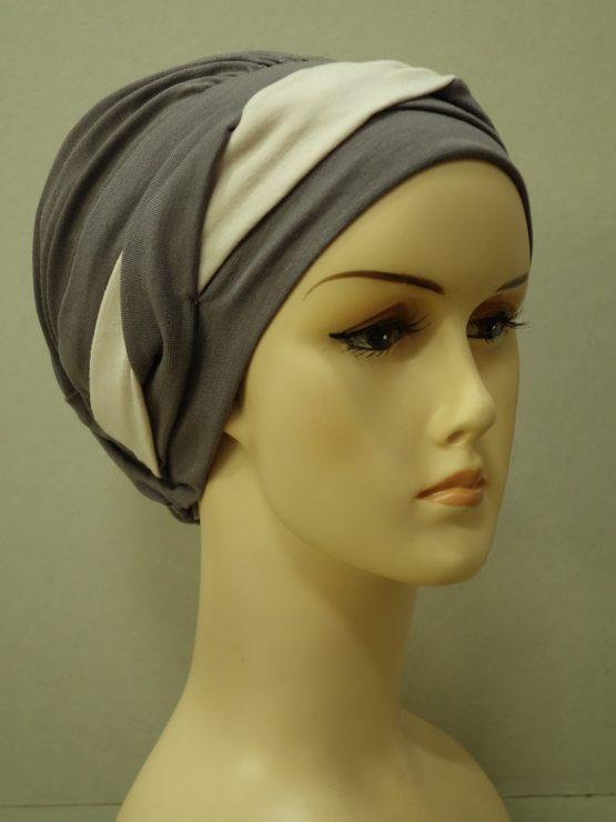 Ciemny wrzos modna czapka z plecioną dekoracją
