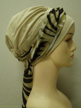 Beżowa chusta modny wzór z dekoracją z żorżety