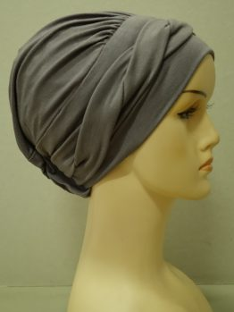 Ciemny wrzos modna czapka z dekoracją