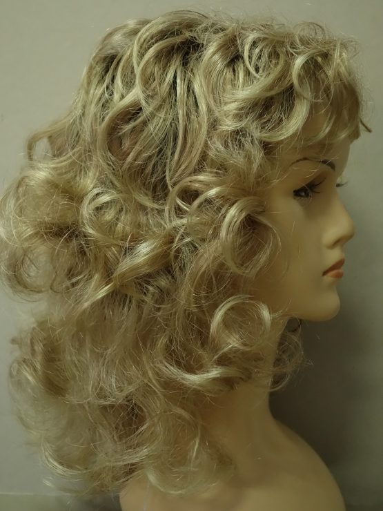 Półdługa peruka kręcona blond