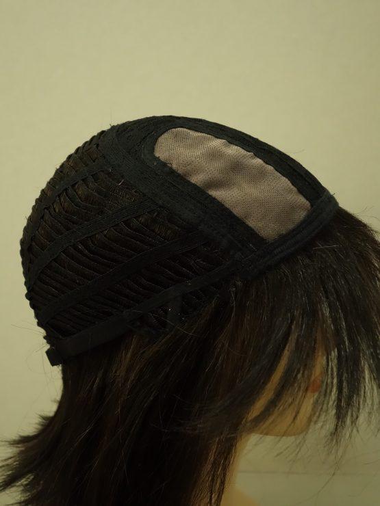 Półdługa peruka w kolorze ciemnego brązu