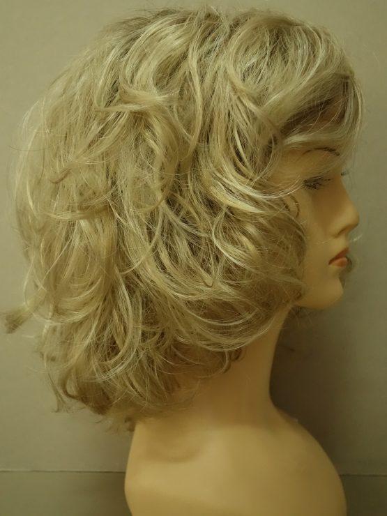 Krótka peruka blond na ciemniejszej podstawie kręcona