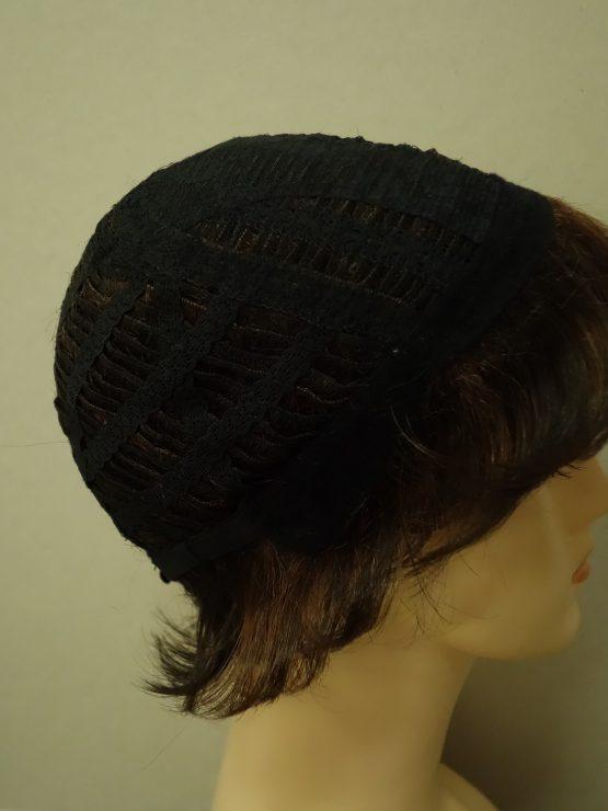 Krótka peruka brązowa z refleksami lekko kręcona