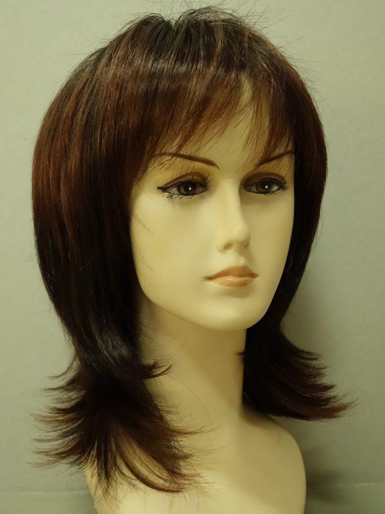 Półdługa peruka brąz z rudawymi pasemkami