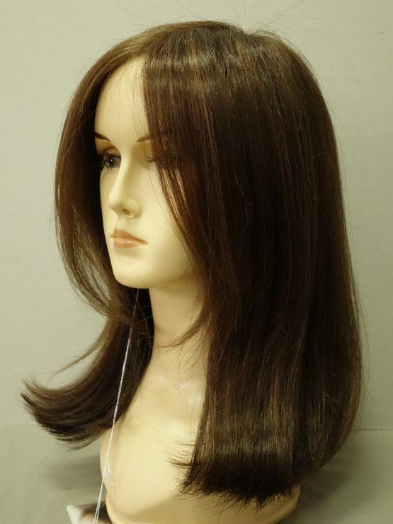 Półdługa peruka w kolorze orzechowym