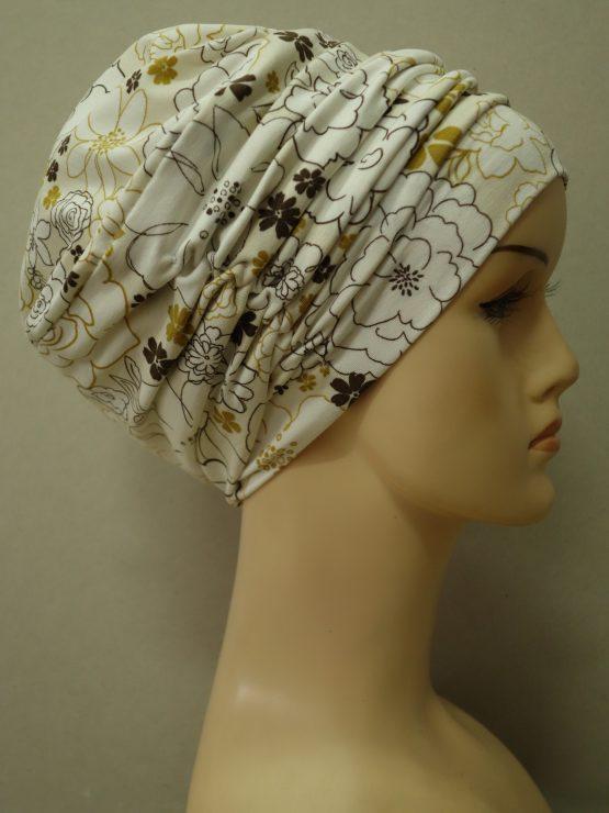 Ecru drapowana czapka w kwiaty