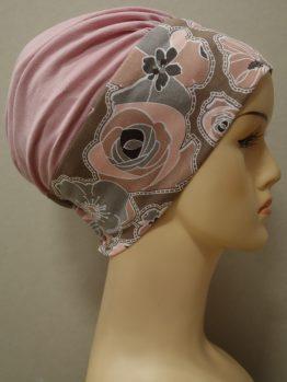 Różowa modna czapka z rantem w kwiaty