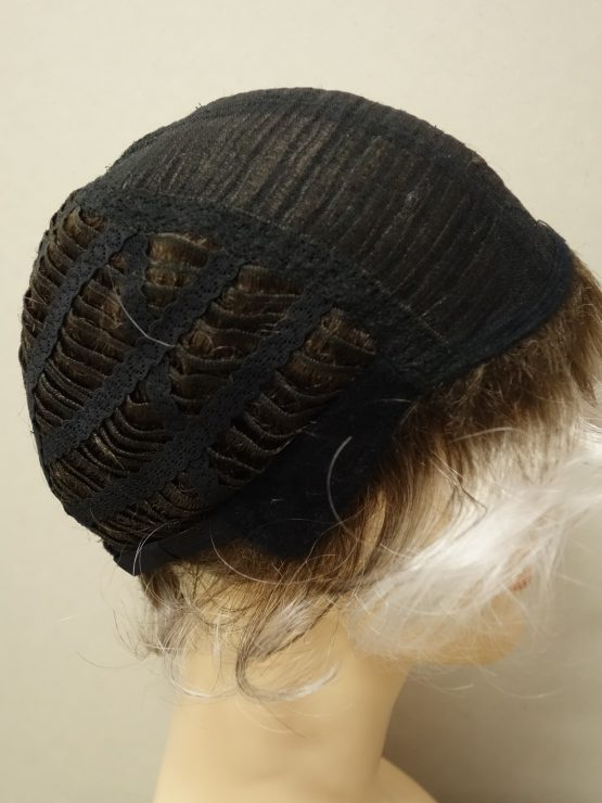 Krótka peruka kręcona siwa na ciemniejszej podstawie