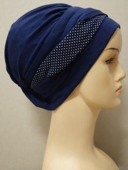 Granatowa modna czapka z plecioną dekoracją w groszki