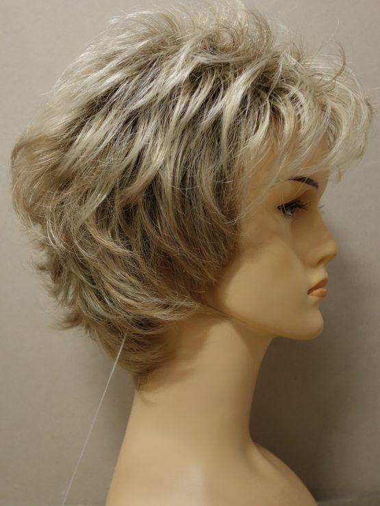 Krótka peruka blond lekko kręcona wycieniowana