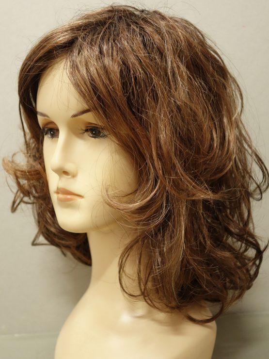 Półdługa peruka ciemny blond z refleksami kręcona