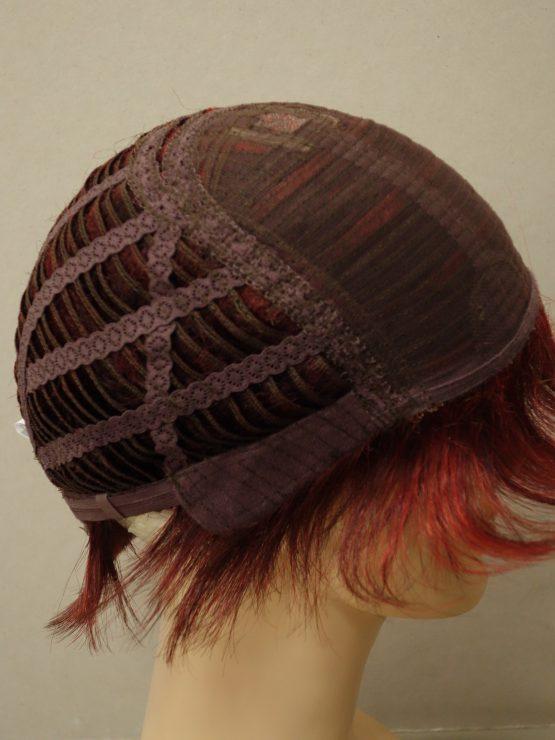 Krótka peruka w kolorze ognistej czerwieni z refleksami