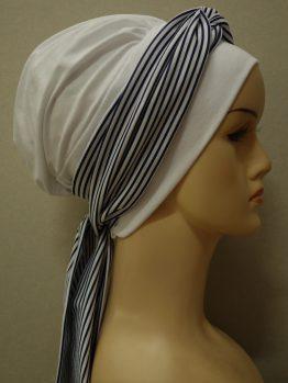 Biała chusta modny wzór z dekoracją w paseczki