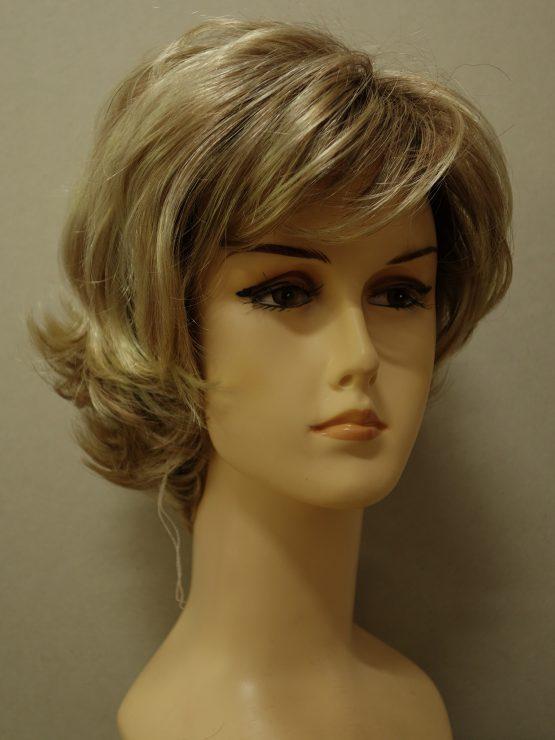 Krótka peruka w kolorze blond na ciemniejszej podstawie