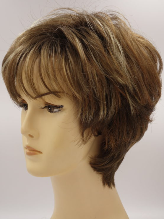 Krótka peruka cynamonowa z refleksami