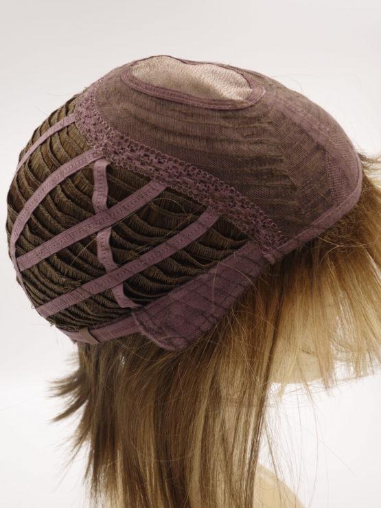 Krótka peruka w kolorze cynamonowego blondu