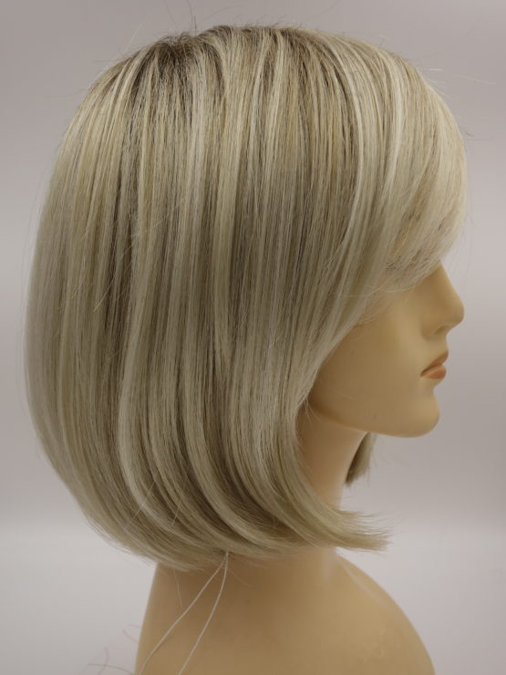 Krótka peruka blond na ciemniejszej podstawie