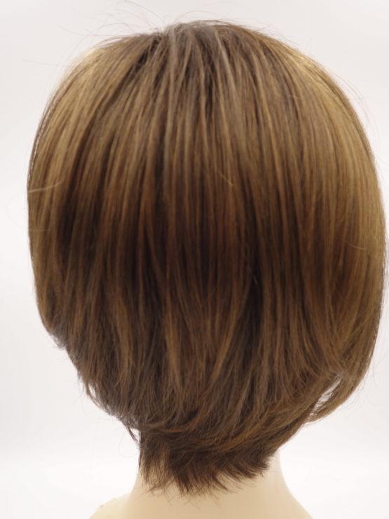 Krótka peruka w kolorze karmelowym