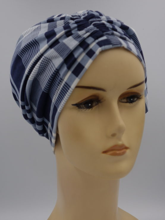 Granatowo-niebieski czepek drapowany w kratkę