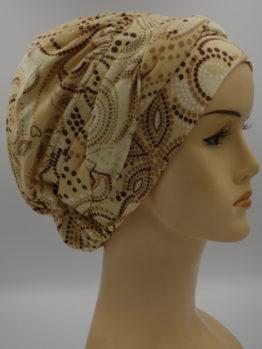 Beżowa modna czapka we wzory