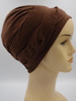 Brązowa modna czapka