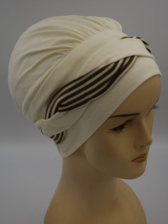 Waniliowa modna czapka
