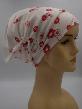 Biała drapowana czapka