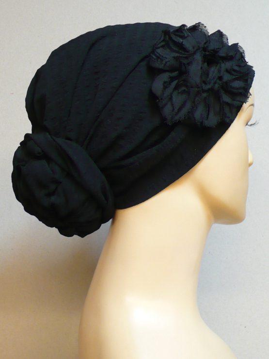 Czarny turban z kwiatem