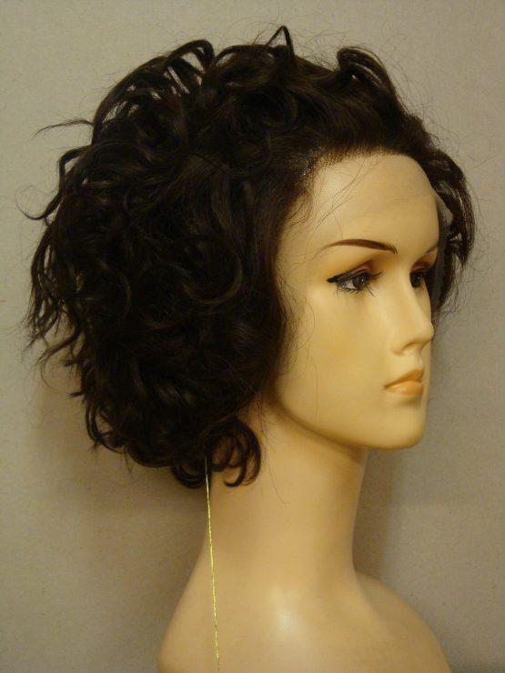 Krótka peruka z włosów naturalnych kręcona brązowa