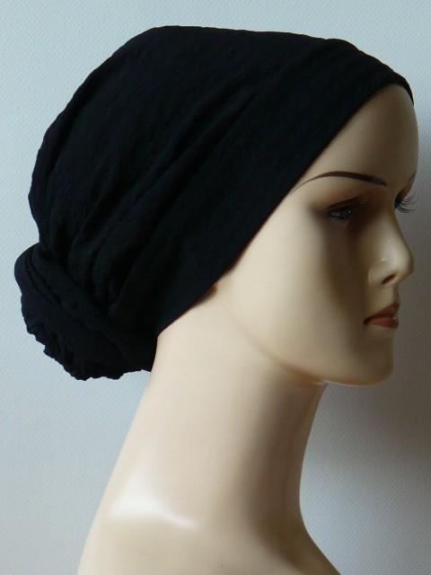 Czarny turban z drapowaną opaską