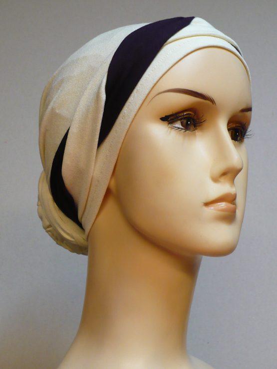 Waniliowy turban ze śliwkową dekoracją