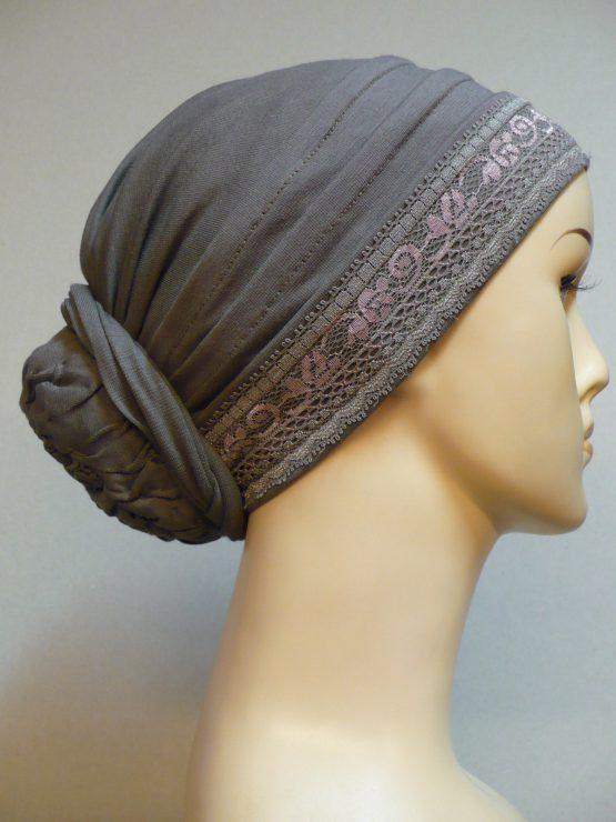 Turban w kolorze ziemi z koronką