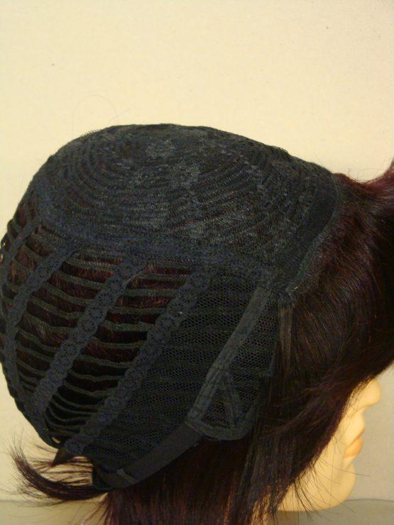 Krótka naturalna peruka w kolorze czarnym z wiśniowymi refleksami